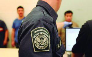 Ex-chefe do ICE é condenado à prisão por furtar identidades de imigrantes para fraudes