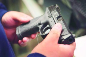 Passageiro tenta embarcar com arma em bagagem de mão no Aeroporto Internacional de Orlando