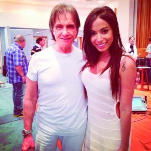 Roberto Carlos cantará com Anitta – Planeta Música