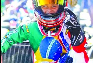 Brasileiro de 11 anos faz sucesso no kart da Flórida