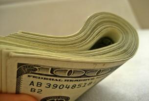 Dólar para turistas chega a ser vendido a R$ 3,77