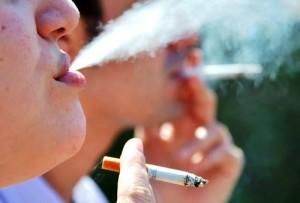 Empresas de cigarros dos EUA cumprem decisão judicial após 11 anos