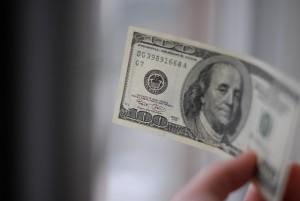 Dólar turismo chega a ser vendido por R$ 3,55 em casas de câmbio