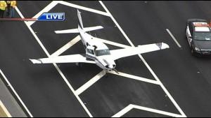 Avião faz pouso de emergência em pista da I-595, em Davie