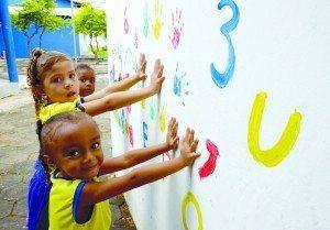 Dicas para manter os filhos falando português