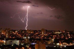 Previsão indica forte tempestade e risco de tornado na Flórida