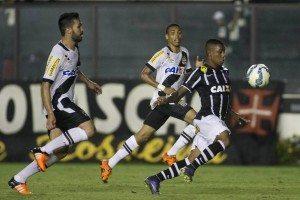 Brasileirão chega ao fim com Vasco rebaixado e Corinthians campeão