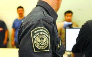 Ex-agente do ICE é condenado a 7 anos de prisão por subornar indocumentados