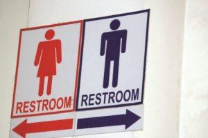 """EUA processa a Carolina do Norte por """"lei dos banheiros"""""""