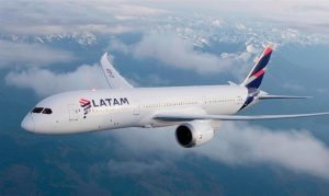 Latam dá início à cobrança para marcar assentos em voos internacionais
