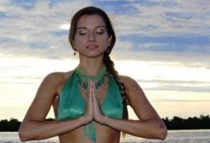 Brasileira Karina Skye lança seu 18º álbum acústico na Flórida