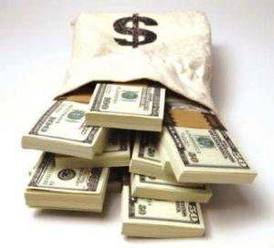 Dólar sobe e passa de R$ 3,30 incentivado pela instabilidade política