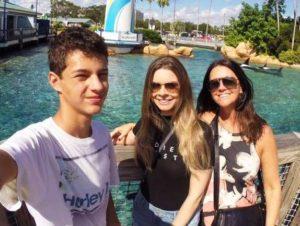 Família de Roger Trindade recebe medalha por doação dos seus órgãos