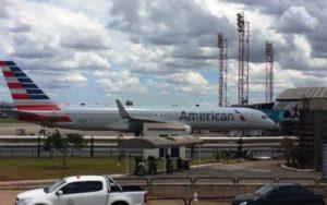 300 pessoas aguardam em Brasília voo para NY após briga de casal em avião