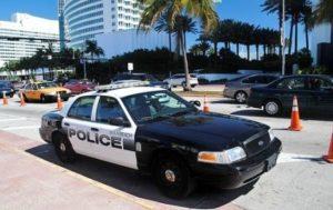 Policiais surpreendem motoristas por boa condução em Miami Beach