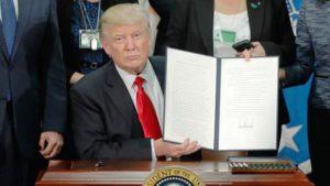 Trump assina decreto para construção de muro na fronteira com México
