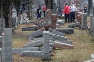 Muçulmanos nos EUA fazem campanha para ajudar reconstruir cemitério judaico