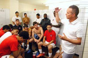 Ex-craque de SP e Cruzeiro, Palhinha preside e treina o Boston City FC