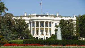 """Homem é detido após """"atividade suspeita"""" ao lado da Casa Branca"""