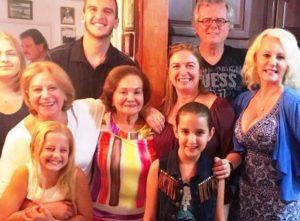 Dona Júlia, a mulher que há 37 anos ajuda brasileiros recém-chegados à Flórida