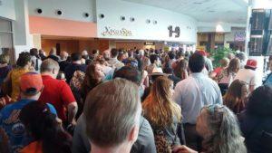 Falha em sistema de transporte causa atrasos de voos em Orlando