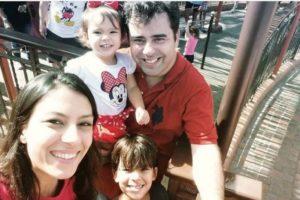 Menina de dois anos morre afogada em piscina em Orlando