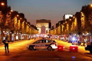 Tiroteio mata policiais na Champs Elysées, em Paris