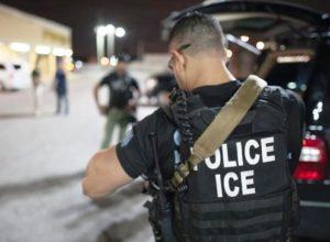 Agentes do ICE prendem funcionários após café em restaurante