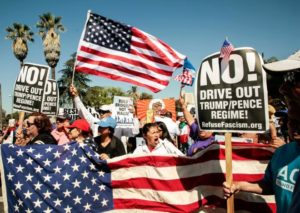 Milhares de imigrantes se reúnem em protestos de 1º de maio nos EUA