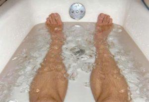 Imersão em água gelada após os treinos ajuda mesmo na recuperação?