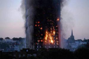 Crianças são jogadas de janelas em incêndio em Londres