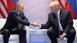 Rússia ordena a saída de 755 diplomatas americanos do país