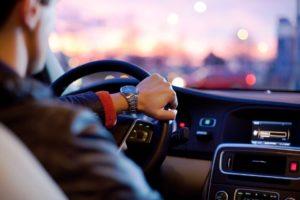 Motoristas de Uber são acusados de fraudar e agredir passageiros no sul da Flórida