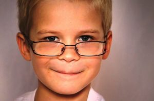 CCB promove Comunidade em Ação com distribuição gratuita de óculos
