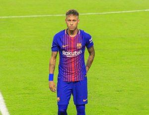 Neymar troca Barcelona pelo Paris Saint-Germain