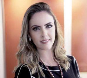 Brasileira especialista em produtividade lança livro em Orlando