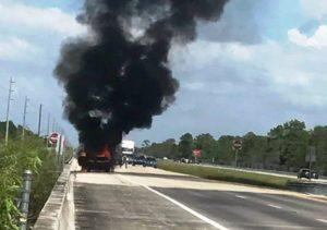 Brasileiros salvam pessoas de carro em chamas em rodovia da FL