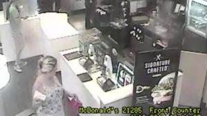 BSO procura mulher por furto em McDonald´s de Deerfield Beach