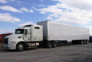 Patrulha da Fronteira descobre 20 imigrantes trancados em caminhão no Texas