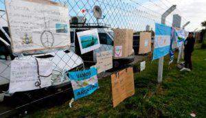Sem esperança, famílias dos tripulantes do submarino argentino deixam a base