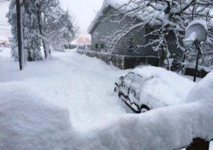"Tempestade de neve ""Ethan"" paralisa cidades nos EUA"