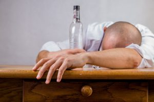 O monstro insidioso e traiçoeiro do alcoolismo