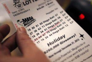 Powerball e Mega Millions acumulam e prêmios somam $690 milhões