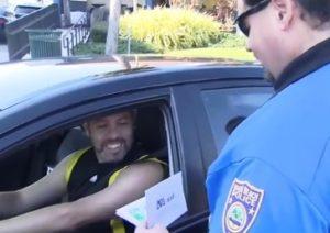 Policiais surpreendem motoristas em Miami Beach