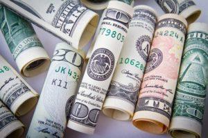 Flórida aumenta salário mínimo para $8,25/h, mas ainda é um dos menores do país