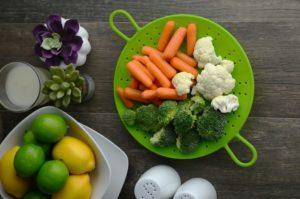Mais uma razão para você diminuir  o sal da sua comida: emagrecer!