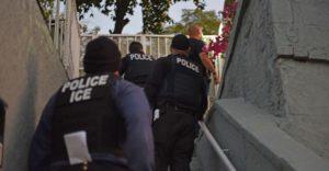 Brasileiros estão entre os detidos durante operação do ICE que prendeu 225
