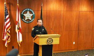 Policiais de Broward farão segurança das escolas armados com rifles