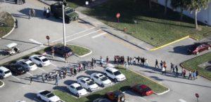 Alunos brasileiros relatam medo e tensão no tiroteio da escola em Parkland (FL)