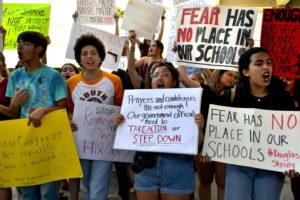 Alunos do Stoneman Douglas marcham em Tallahassee para pressionar legisladores